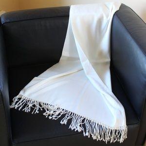 White/Cream Shawl/Scarf/Wrap in EUC